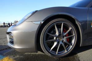 pneu-voiture-sportive